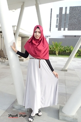 Diyah Diqo - Ditania Hijab Pasmina Satin Velvet - When in doubt, wear RED