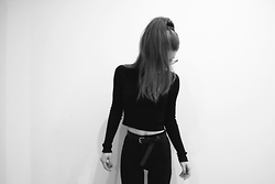 Velvetindustry - C&A Crop Sweater, H&M Leather Belt, Topshop High Waisted Joni Jeans - Basic 90s