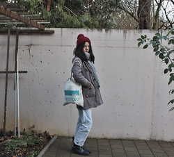 Tram Anh - Bobble Cap, Edc Scarf, Pimkie Jacket, Canvas Tote, Zara Boyfriend Jeans, Versus Chelsea Boots - Lord of the Flies (#hobosexual)