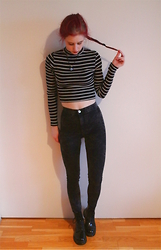 Veera Johanna - Second Hand Necklace, H&M Crop Top, H&M Jeggins, Dr. Martens Boots - STRIPED
