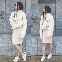 CLAUDIA Holynights - Oversized Chunky Sweater, Miss Patina Cable Knit Skirt - K n i t t e d