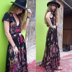 Alexe Bec - Missguided Hat, Spell Designs Dress - The colors of Guadeloupe.