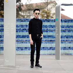 Arif Supandy - Christian Dior Composit, 8lite Black Turtleneck, Schoeller Black Vest, Louis Vuitton Belt, My Black Trouser, Zalora Black Sneaker - Morning Stroll