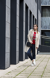 Jules - United Colors Of Benetton Coat, H&M Jumper, Mango Bag, Zara Jeans, H&M Shoes - The Christmas Jumper