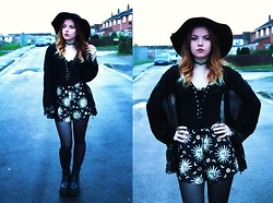 Amy Allatt - Vergegirl Sun And Moon Shorts, Topshop Tie Up Top, Unif Choke Boots, Romwe Lace Kimono, Matalan Fedora, Etsy Concho Choker, Primark Tights - Psychic Fortunes