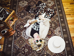 Rachel Lynch - Show Me Your Mumu Leopard Bell Bottoms, Unif White Fur Jacket, Gypsy Warrior Grateful Dead Tee, Zerouv Round Rainbow Sunnies, Nasty Gal White Cowgirl Hat - The velvet underground