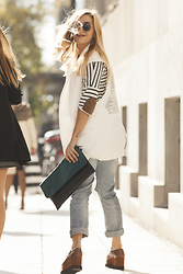 40 22 City lights - Zara White Blazer, Ray Ban Vintage Sunglasses, Zara Striped Blouse, Vintage Envelope, New Matic Camel Flatforms, Bershka Boyfriend Jeans - The white blazer