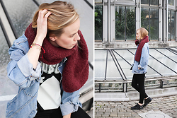 Ruth Van Soom - Ln Andes Scarf, Essentiel T Shirt, Levi's® Jacket, Cheap Monday Jeans, Nike Sneakers - Vintage denim