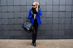 Madara L - Dresslink Electric Blue Jacket, Dresslink Born In 90's Sweatshirt, H&M Ankle Boots, H&M Big Sporty Bag - Born in the 90's