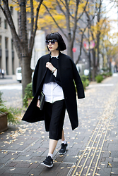 Samantha Mariko - Uniqlo Cropped Sweater, Uniqlo White Shirt, Uniqlo Cropped Pant, Nike Sneakers, Le Ciel Bleu Coat, Zerouv Sunglasses - Layering up in black & white