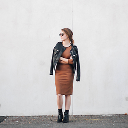 Brielle Patterson - Cotton On Dress, Lulu*S Ankle Boots, Ray Ban Sunglasses - Striped Midi Dress