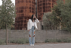 Eraclia Skoufari - H&M White Blazer, Zara Jeans, Adidas High Sneakers - 30 days of denim