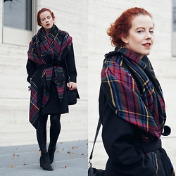 Deliah Alexandra -  - Checkered scarf & the black coat
