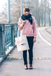 Lea P - Vintage Knitted Sweater, Cotton Bag, Cinti Chelsea Boots, Sweatshirt Pants - Easy like Saturday morning