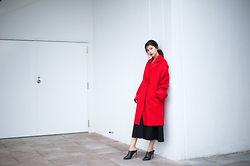Dao on clouds - Danghaiyen Oversized Red Coat, Danghaiyen Black Cullotes, Balenciaga Shoes - Let's wear red for Christmas (1)