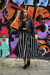 40 22 City lights - Bershka Faux Leather Jacket, Pull & Bear Black Envelope, Zara Black Crop Top - Stripe back