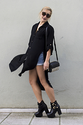 40 22 City lights - Wrangler Denim Shorts, Vogue Vintage Sunglasses, Pull & Bear Purse, H&M Earings - Back to black