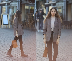 Ranim H. - Blazer Form Zara, River Island Turtleneck - Brit Chic