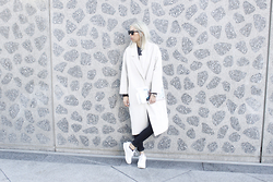 Candy Rosie - Monki Coat, L'usine à Lunettes Sunnies, Boohoo Jeans, Reebok Sneakers - ALL WHITE (ALMOST) EVERYTHING