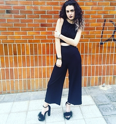 Laura Medina - Bershka Fluffy Top, Zara Short Palazzo Pants, Primark Fluffy Faux Fur Shoes - Casual fluffy outfit