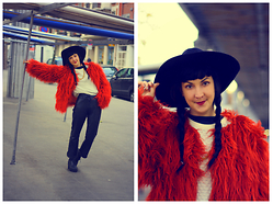 Anna Hurricane - Missguided Orange Fake Fur, Vintage Leather Pants, New Look Platform Shoes, Vintage Knitted Jumper, H&M Hat - The fox in the snow