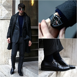 Filippo Fiora - Hevò Coat, Polo Ralph Lauren Suit, Santoni Shoes, Dior Homme Sunglasses, Valentino Shirt, Hamilton Watch - THE DOORMAN