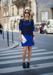 Style&Minimalism - The Row Tortoiseshell Sunglasses, Pitchouguina Blue Top, Cfconcept Gold Tusk Necklace, Stella Mccartney Silver Clutch, Pitchouguina Electric Blue Skirt, & Other Stories Black Heeled Booties - PFW Day 6