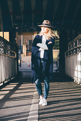 Style&Minimalism - Penmayne Brown Fedora, Marina London White Silk Shirt, Ille De Coco Pale Grey Cashmere Jumper, Ille De Coco Navy Wool Poncho, Paige Denim Blue Skinny Jeans, Adidas Stan Smith Trainers - Shooting with Ille De Coco I