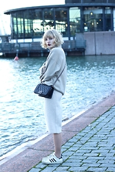 Lotta-Liina Love - Cos Camel Turtleneck, Chanel Boy Bag Classic, Gina Tricot Knitted Front Split Skirt, Adidas Superstar Sneakers - Camel x Chanel