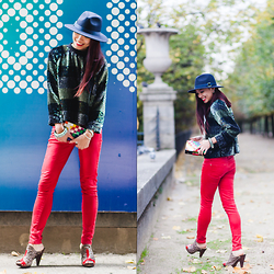 Thythu NGUYEN - Asos Sequin Pull, Topshop Red Pants, Ernest Wood Clog, Skinnydip Multicolor Clutch, & Other Stories Woolen Hat - Christmas' mood