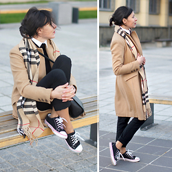 Minimalissmo .. -  - Coat, sneakers and Burberry