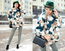 Aibina Yeshkeyeva - Alysi Fur Coat, Alysi Pants - SHADES OF GREEN