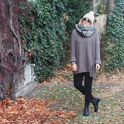 Bryn Newman (Stone Fox Style) - H&M Sweater, Dkny Leggings - Traveller // Munich