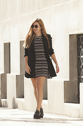 40 22 City lights - Zara Pattern Mini Dress, Stradivarius Black Blazer, New Matic Black Flatforms, H&M Minimal Necklace - The winter flatform