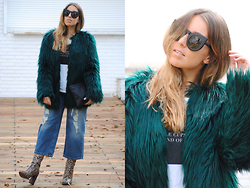 Claudia Villanueva - Zerouv Sunglasses, Bershka Faux Fur Coat, Zara T Shirt, Aliexpress Clutch, Pull & Bear Culottes, Mango Boots - Trendy Winter