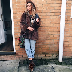 Amy Hallimond - Levi's® Jeans, Camden Market Coat, Topshop Tops, Asos Boots, Gran Canaria Bag, Primark Hat - Layer layer layer