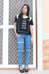 Sarah Rizaga - Bornprettystore Fashion Double Layer Necklace Cute Star Moon Necklace Metal Necklace, Style Moi Print Front T Shirt With Dipped Hem, Dressin Fashion Lady Women Retro High Waist Hole Design Stretch Pencil Pants Casual Slim Skinny Jeans Trouser - We are not lost!
