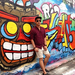 DADA FAB - Cotton On Snapback, Ray Ban Aviator, Forever 21 Plaid Shirt, Topman Denim Shorts, Pull & Bear Sneakers - Hosier Lane
