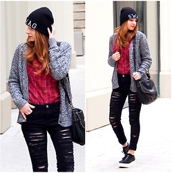Sarah-M. - Glamorous Black Ripped Jeans, Mango Grey Oversized Cardigan, Camillas Platform Shoes - Cozy winter