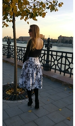 Andrea Szanyi - Andreaszanyi Backless Body, Andreaszanyi Roses Printed Silk Skirt - Elegant outfit for the winter holidays