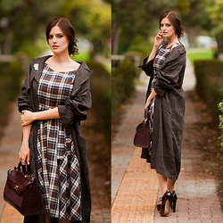 Viktoriya Sener - Tomtop Dress, T Mart Brooch, H&M Duster Coat, Accessorize Bag, Inci Booties - BROWN CHECK
