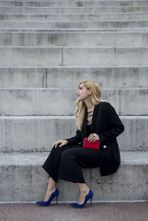40 22 City lights - Stradivarius Black Blazer, Zara Red Clutch, Stradivarius Jupe Culotte, Zara Earings, Noi&Voi Blue Heels - Suit up