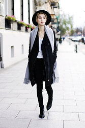 Olga Oktawia - Diverse Coat, Lee Pants, Medicine Boots, Zara Top, Medicine Hat - Black is always a great idea