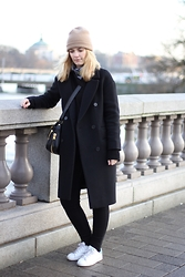 Marie J. - & Other Stories Coat, Tom Ford Bag, Adidas Shoes, Cos Hat, Wald Berlin Bandana, Bdg Skinny Jeans - Hey, Stockholm!