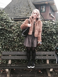 Lolo Buijs - Abercrombie & Fitch Fur Jacket, Zara Skirt, Sandro Trainers - Back to school look