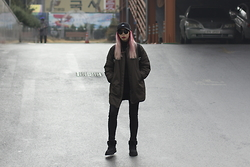 Juju Tan - Zara Military Green Bomber, Uniqlo Jeans, Ugg Shoes - Winter in Seoul
