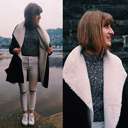 Greta I. - Pull & Bear White High Waisted Ripped Jeans, H&M Grey Turtleneck Sweater, United Colors Of Benetton Black Coat - Time of my life - MM