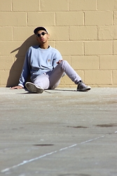 Donovan Alexander - Converse Chucks, Giorgio Armani Round Shades, Tommy Hilfiger Grey Sweater - Forgotten Yung Look
