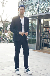 Lucca - Carven Navy Suit, Valentino Sneaker, H&M Beanie, Hanes T - Tokyo Bleu