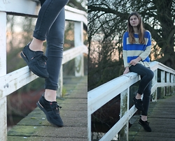Luna G. - Lolly's Laundry Striped Sweater, H&M Jeans, Fretons Sneakers - The bridge